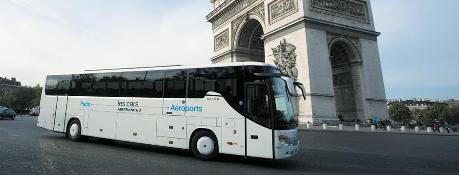 Un des cars affrétés par Air France en plein cœur de Paris