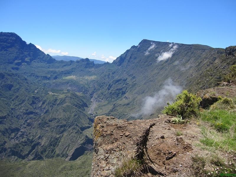 Vue qui atteend les randonneurs à La Réunion. Rendez vous sur le site allonslareunion.com pour prévoir votre séjour