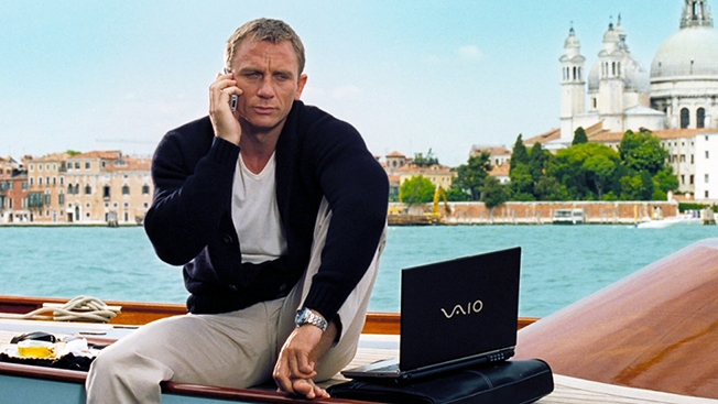 James Bond avec son ordinateur Sony