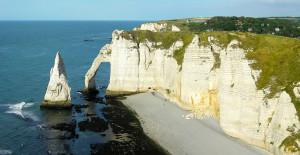 1024px-L'Aiguille_et_la_Porte_d'Aval-Etretat-Normandie